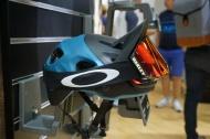 Cyklistická helma OAKLEY DRT5 googles