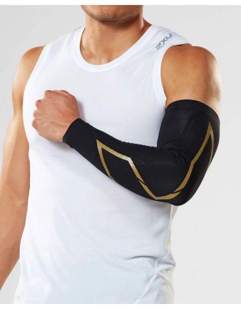 2XU Elite MCS kompresní rukávy unisex, Black/Gold